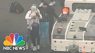 l-a-lakers-arrive-at-lax-visibly-emotional-after-kobe-bryant-death-nbc-news