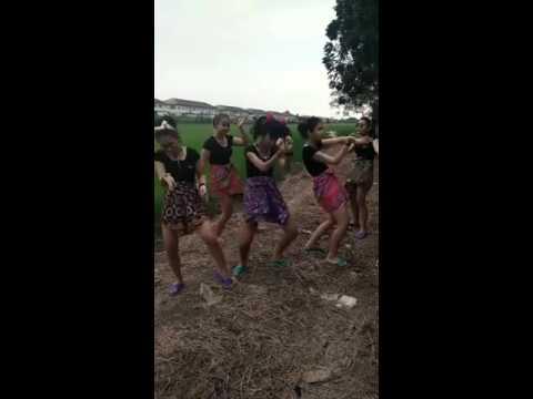 Funny Thai Girls Dancing