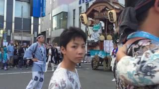 福生市の永田町、加美町と奈賀町のお神輿の競り合い。雨の予定だったが...