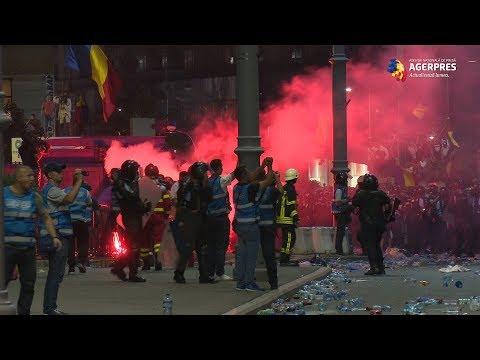 Confruntări între jandarmi și protestatari la mitingul din Piaţa Victoriei