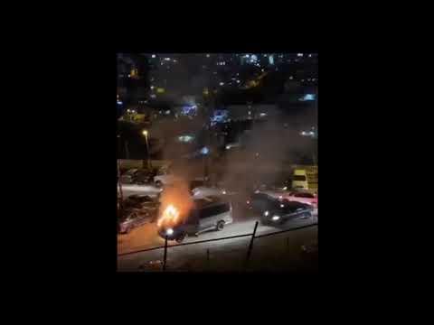 ערבים הציתו רכב של מאבטחים שהיה בנסיעה, אין נפגעים