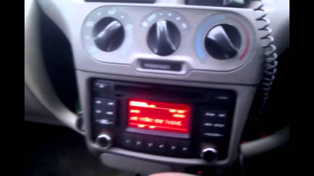 Установка альтернативной двухдиновой магнитолы взамен штатного радио.
