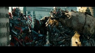 Transformers 3 - Sentinel Prime and Megatron on the building.