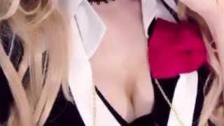 女優・神田沙也加(28)の、胸の谷間をあらわにした『ダンガンロンパ』...
