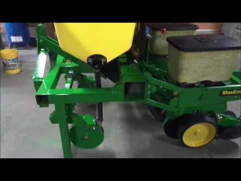 John Deere 7000 7100 2 Row Planter With Dry Fertilize Youtube