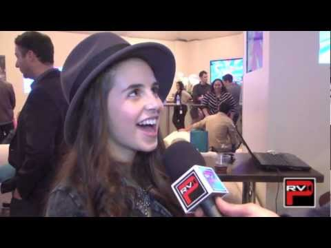 carly-rose-sonenclar's-favorite-food,-scary-movie-and-what-she-calls-her-fans!