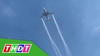 Máy bay xả nhiên liệu xuống sân trường, 17 học sinh bị thương | THDT