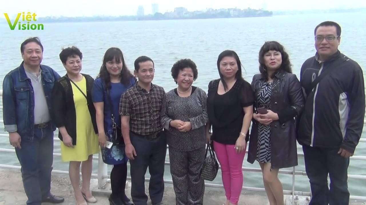 Đón nhà báo, luật sư Phùng Tuệ Châu ở phi trường Nội Bài
