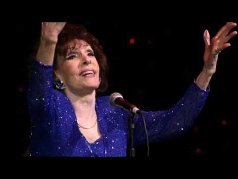 Dottie Rambo - Behold The Lamb (Dottie tells the story behind the song)