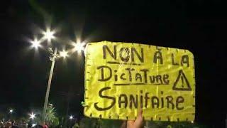 La Réunion et la Martinique sous tension avec le retour des restrictions sanitaires • FRANCE 24
