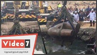 رمسيس الثانى بين النواب والزغاريد.. أول فيديو لانتشال تمثال المطرية بحضور وزير الآثار