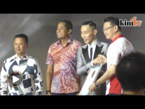 Lee Chong Wei: Thousands attend Asia's biggest film premiere