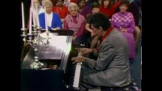 Liberace on Oprah Winfrey Show (Interview with Performance)