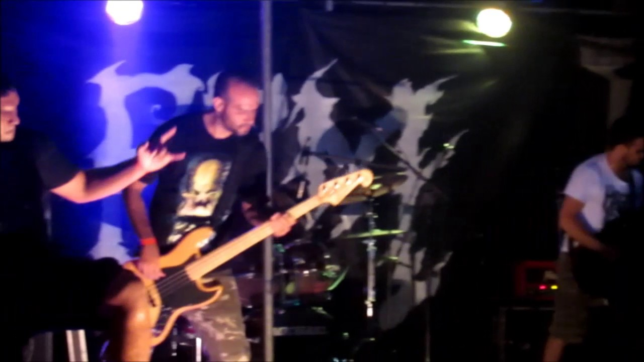 Download Broken & Boned - A Fable [Live at Grito Rock 2015]