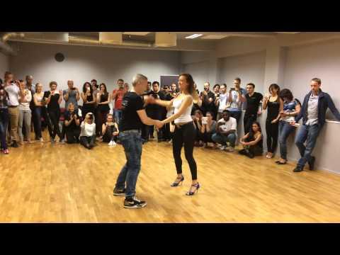 Andreas & Gatica - Bachata Sensual demo at Dance It