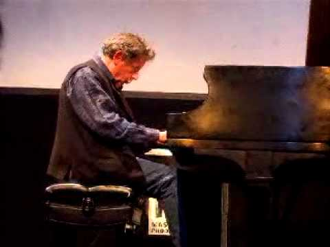 Philip Glass - Closing (Glassworks 1982) - played by Philip Glass (live) (2009)