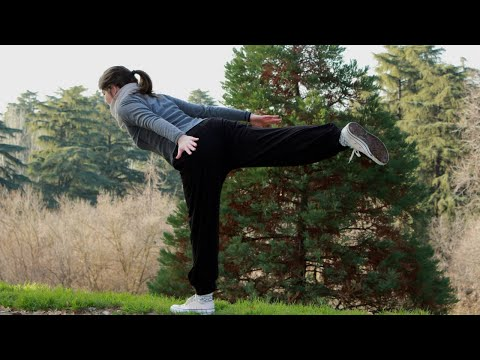 🔴Claudia Yoga Chandra enseña en esta práctica de yoga con posturas de Pie a dominar el equilibrio🙏