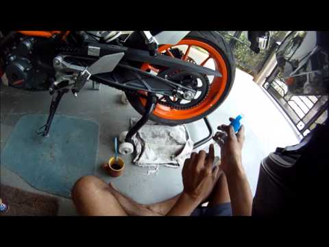 KTM Duke 390 - KTM RC 390 - Motorcycle Chain Cleaning and Lubrication.