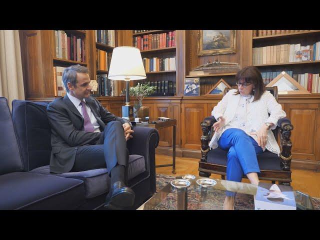 <span class='as_h2'><a href='https://webtv.eklogika.gr/i-proedros-tis-dimokratias-k-sakellaropoyloy-synantithike-me-ton-prothypoyrgo' target='_blank' title='Η πρόεδρος της Δημοκρατίας Κ. Σακελλαροπούλου, συναντήθηκε με  τον πρωθυπουργό'>Η πρόεδρος της Δημοκρατίας Κ. Σακελλαροπούλου, συναντήθηκε με  τον πρωθυπουργό</a></span>