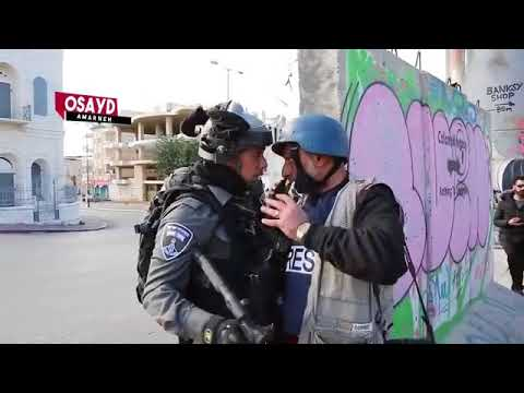 Israeli soldier assault Palestinian journalist at the northern entrance of Bethlehem