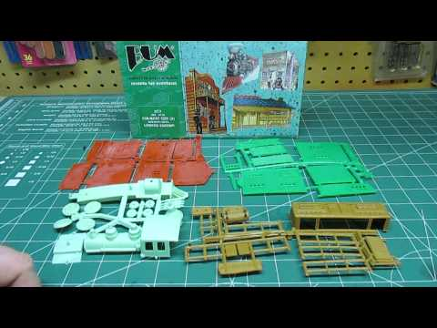 BUM 1/72 Far West Hotel Store Steam Locomotive Ranch Building Model Kit Review