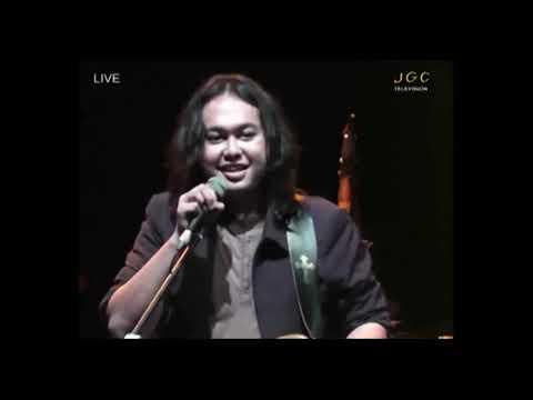 Aksi Panggung The Best Guitar Festival Rock Se Indonesia 2001 versi Log Zhelebour  by Andi Arief