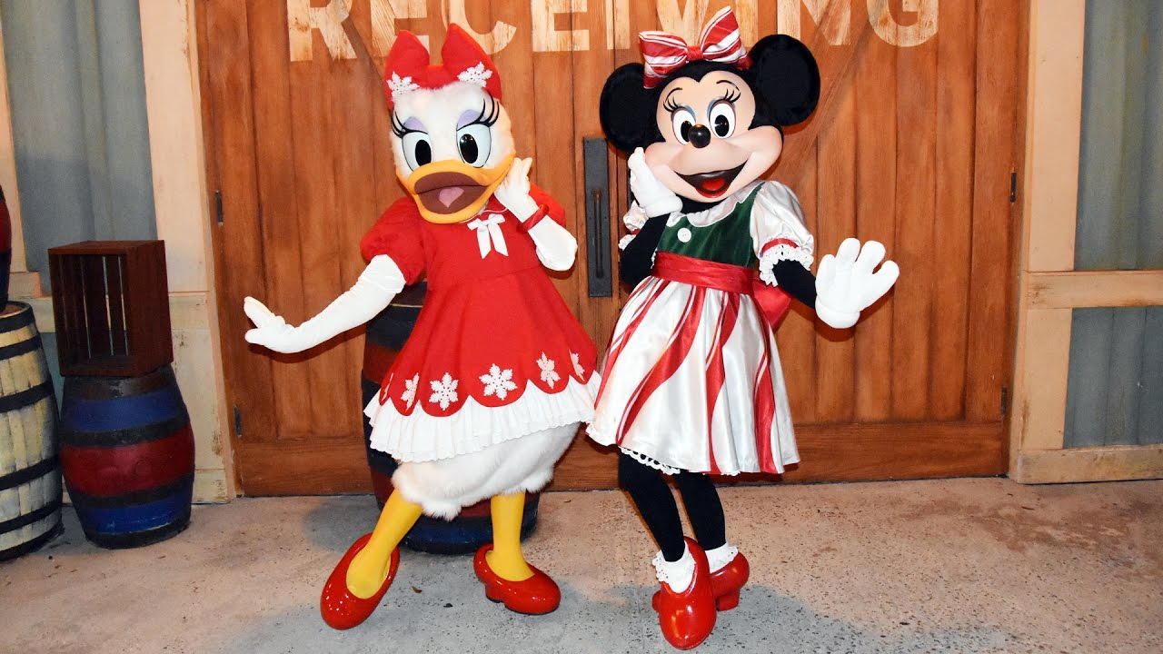 Minnie Mouse & Daisy Duck in their Holiday Outfits Meet at Mickey\'s ...