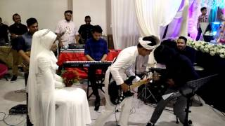 Repeat youtube video Drama band - biarkanlah (adib & intan wedding)