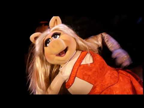 The Muppets - Hello by Miss Piggy (Adele cover) - Live @ Hollywood Bowl 9/9/17