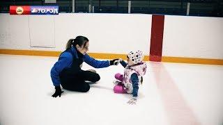 Фигурное катание.  Дворовый спорт.  Малыши на льду.