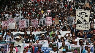 خانواده های دانشجویان مکزیکی: فرزندانمان زنده اند