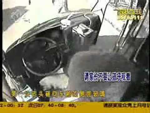 武汉561公交车司机被打(小孩勿入