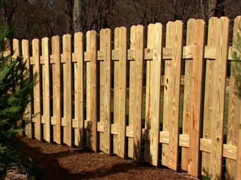 How To Build a Pallet Fence - YouTube