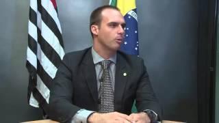 Conheça os desafios enfrentados pelo deputado Eduardo Bolsonaro