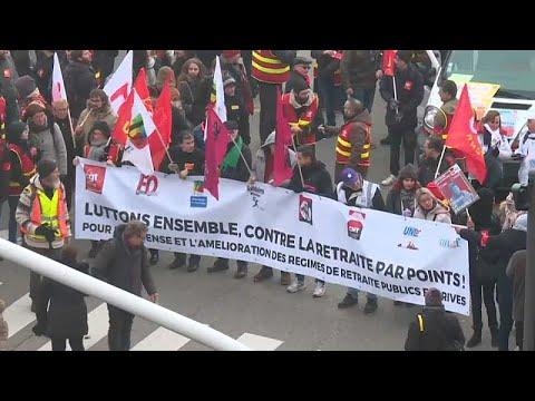 Greves e protestos continuam em França
