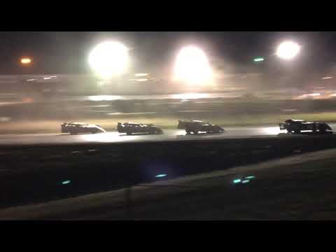 9/01/2018 Gillette Thunder Speedway Clash night 2 main event (outside view)