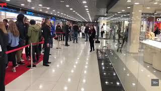 Толпа на открытии H&M во Владивостоке