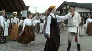 24 Просмотров 140 дней назад Folkloras deju un mūzikas festivāls Pa Pēteriem a. c. LIDO Rīgā 1.07.2012