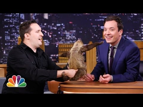 Jeff Musial Feeds Buffalo Wings to a Lizard