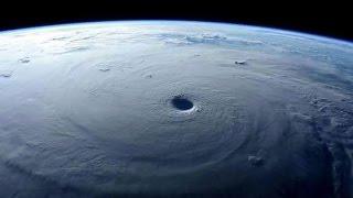 NASA graba desde el espacio a Huracán Patricia en México.