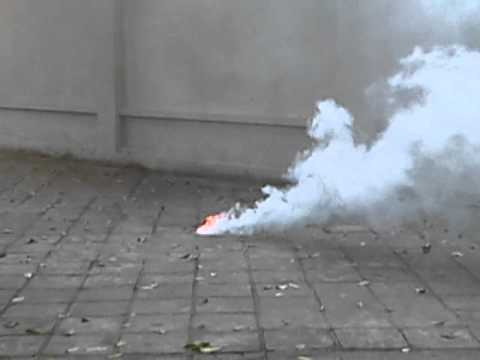bom khói khủng