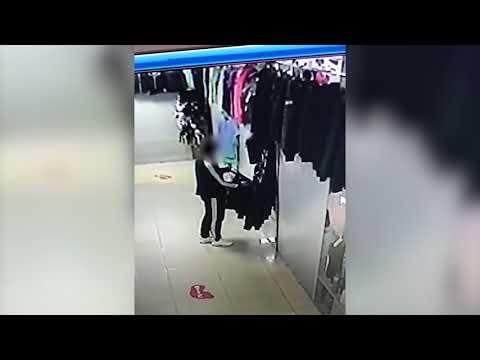 Женщина украла мужскую куртку в магазине в Южно-Сахалинске