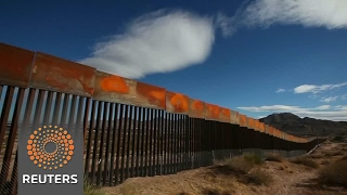 Trump acts on Mexico border wall