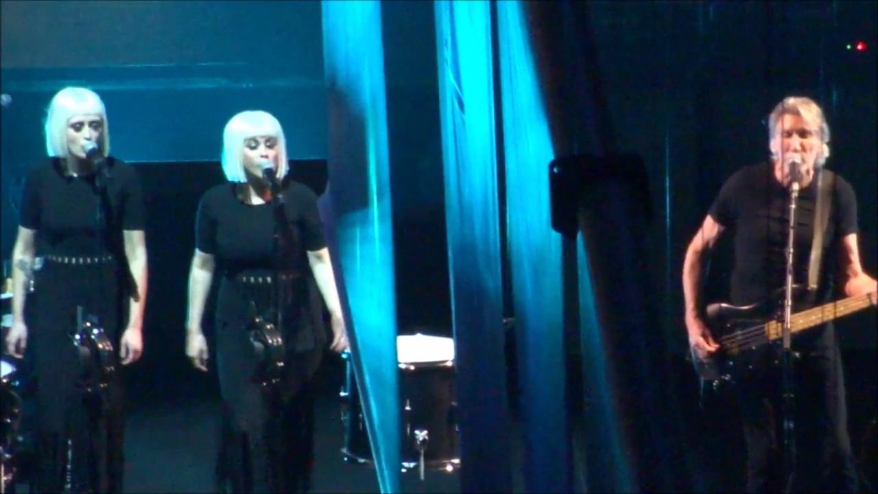 Resultado de imagen de Roger Waters @ Us and Them Live 2017 [Complete Show HD]
