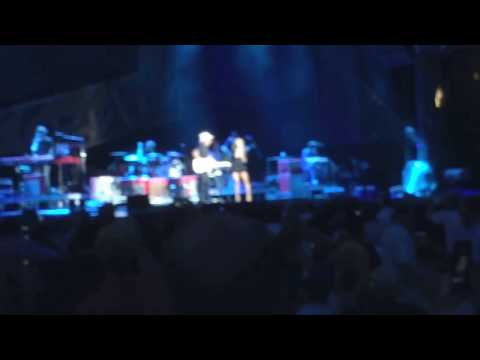 No hologram - the Carrie Underwood joins Brad Paisley LIVE on stage in Nashville