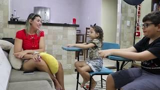 Brincando de escolinha 05 - com irmãos Victor e Valentina