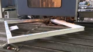 Автоматическая линия производства окон ПВХ - зачистка профиля после сварки(После сварочных операций профиль необходимо зачистить. Именно для этого предназначен данный станок., 2015-06-29T14:07:06.000Z)