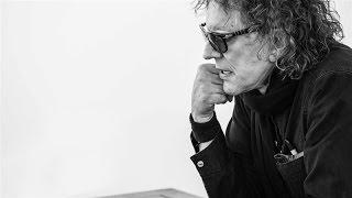 PRETTY GREENは、伝説的なロック写真家ミック・ロックと共同で、ミック...