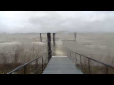 Zware storm raast over Amsterdam - Centrumeiland IJburg / Code Rood