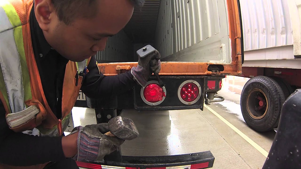 How to change Lights on a Trailer (Quick Fix)